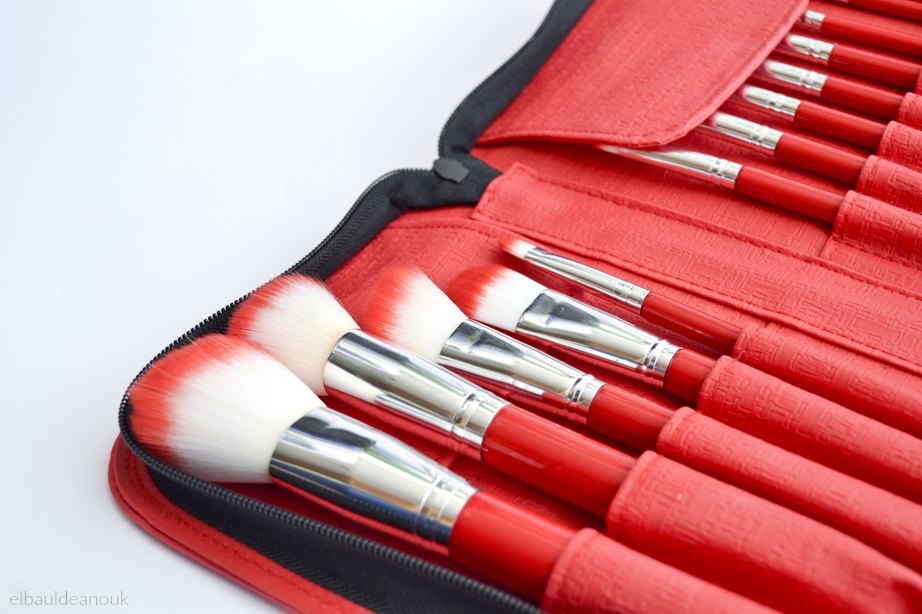 foto Reseña The Red Hot Brush Book de Vanity Tools por El Baúl de Anouk